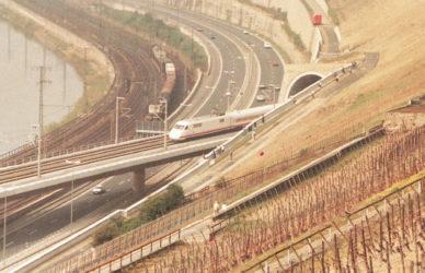 pic_slider6_02_db_highspeed_railwayline_web