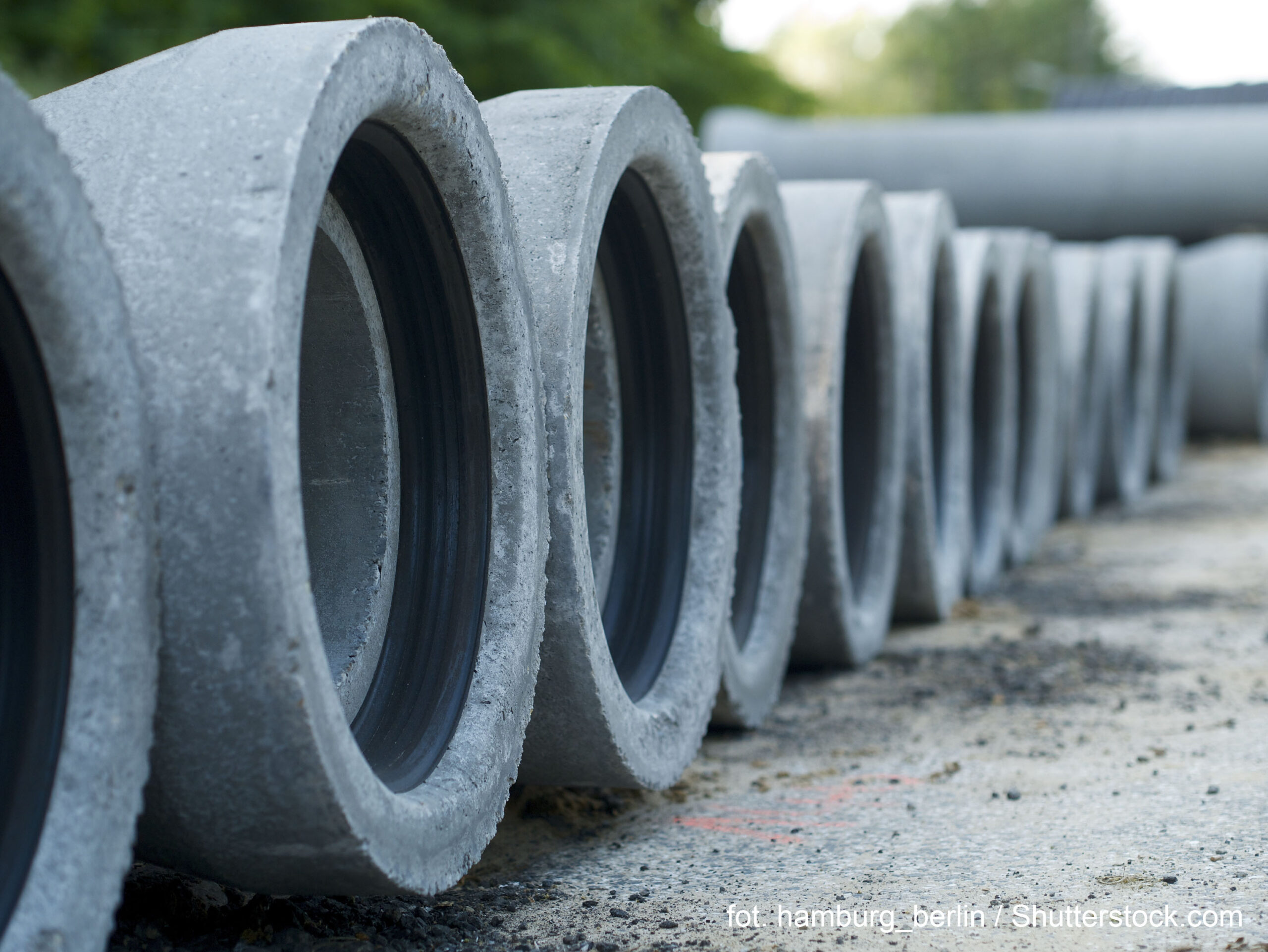 Concret,Pipe,Stacked,Sewage,Water,System,In,A,Row